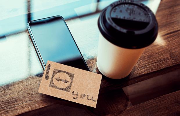 Ein Telefon, das Feedback für die Entwicklung gibt für noch mehr Kundenorientierung.