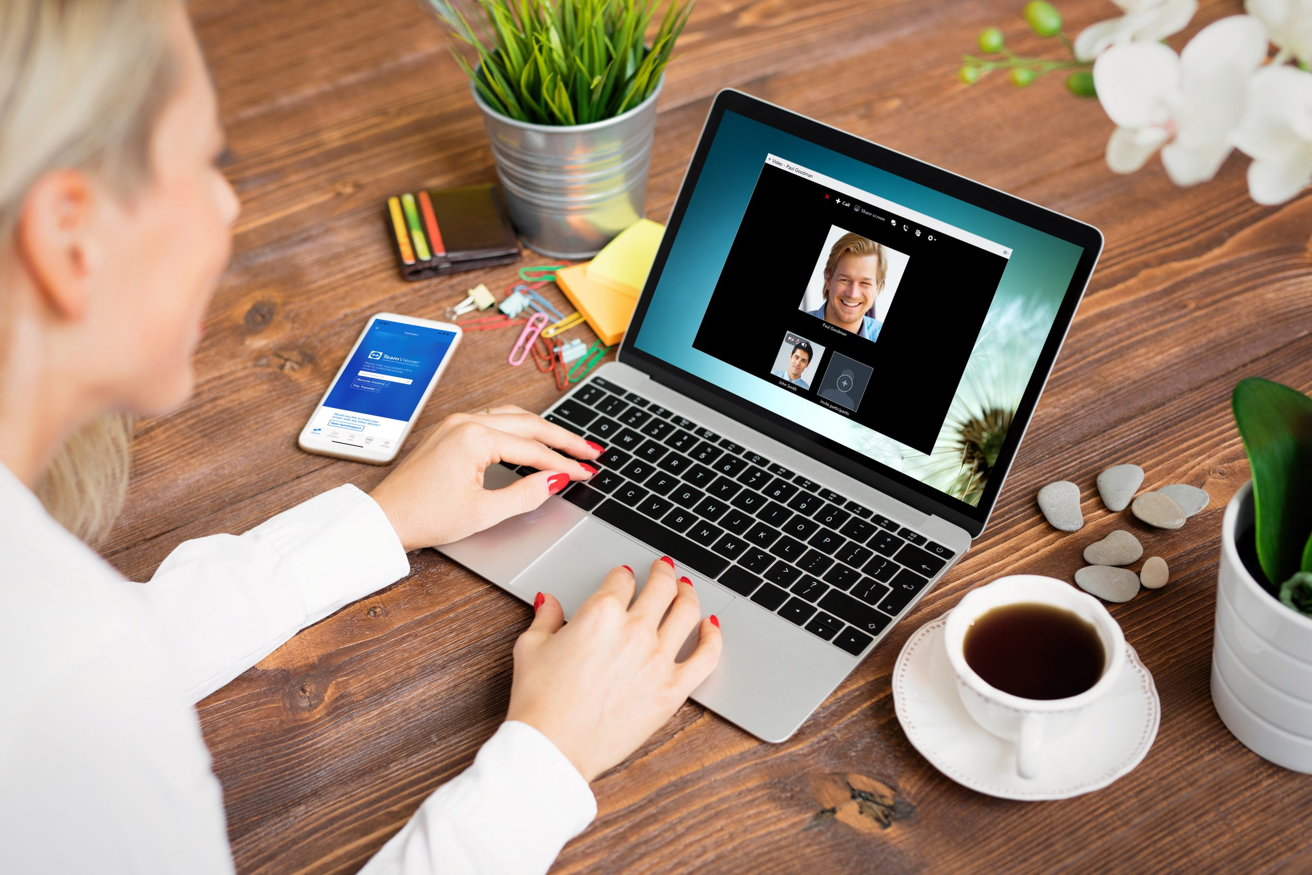 Video chat and file transfer with colleagues using TeamViewer