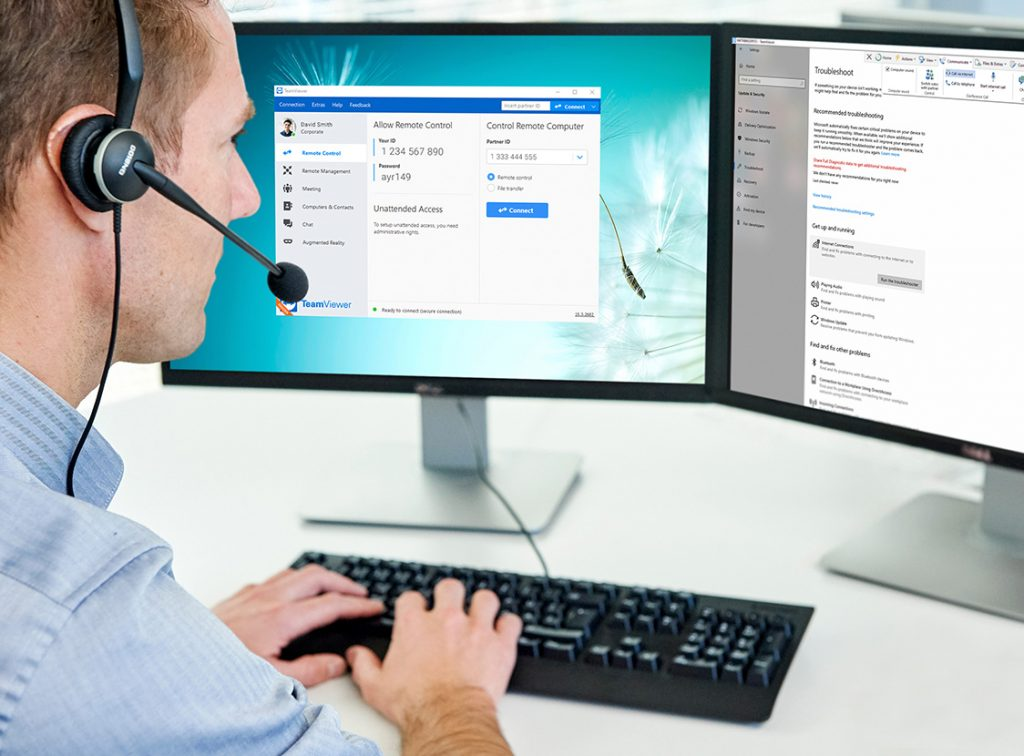 customer service employee working on TeamViewer Remote Support